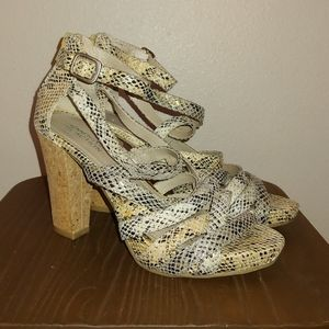 Kenneth Cole Reaction Strong Daze Strappy Snake 6